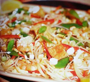 Pad Thai con pollo e tofu