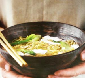 Noodles con pollo e pesce
