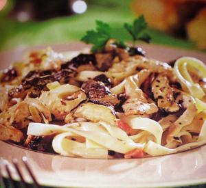 Tagliatelle con pollo e funghi shiitake