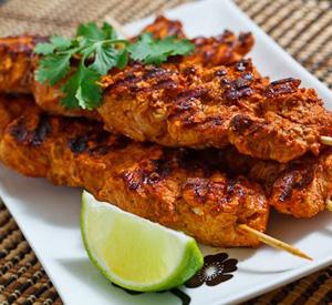 Spiedini di pollo alla griglia Tandoori