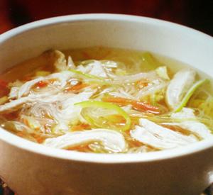 Zuppa di pollo e noodles