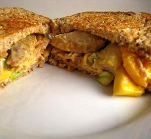 Sandwich pollo e mango