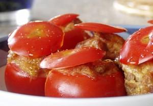Pomodori farciti con mousse di pollo