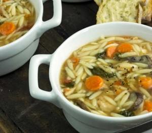 Zuppa-di-orzo-pollo-e-spinaci